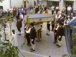 Schützen bei der Herz-Jesu-Prozession in Mals