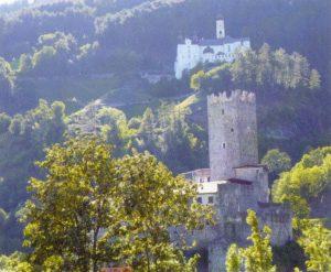 Das Kloster Marienberg thront über der Fürstenburg in Burgeis